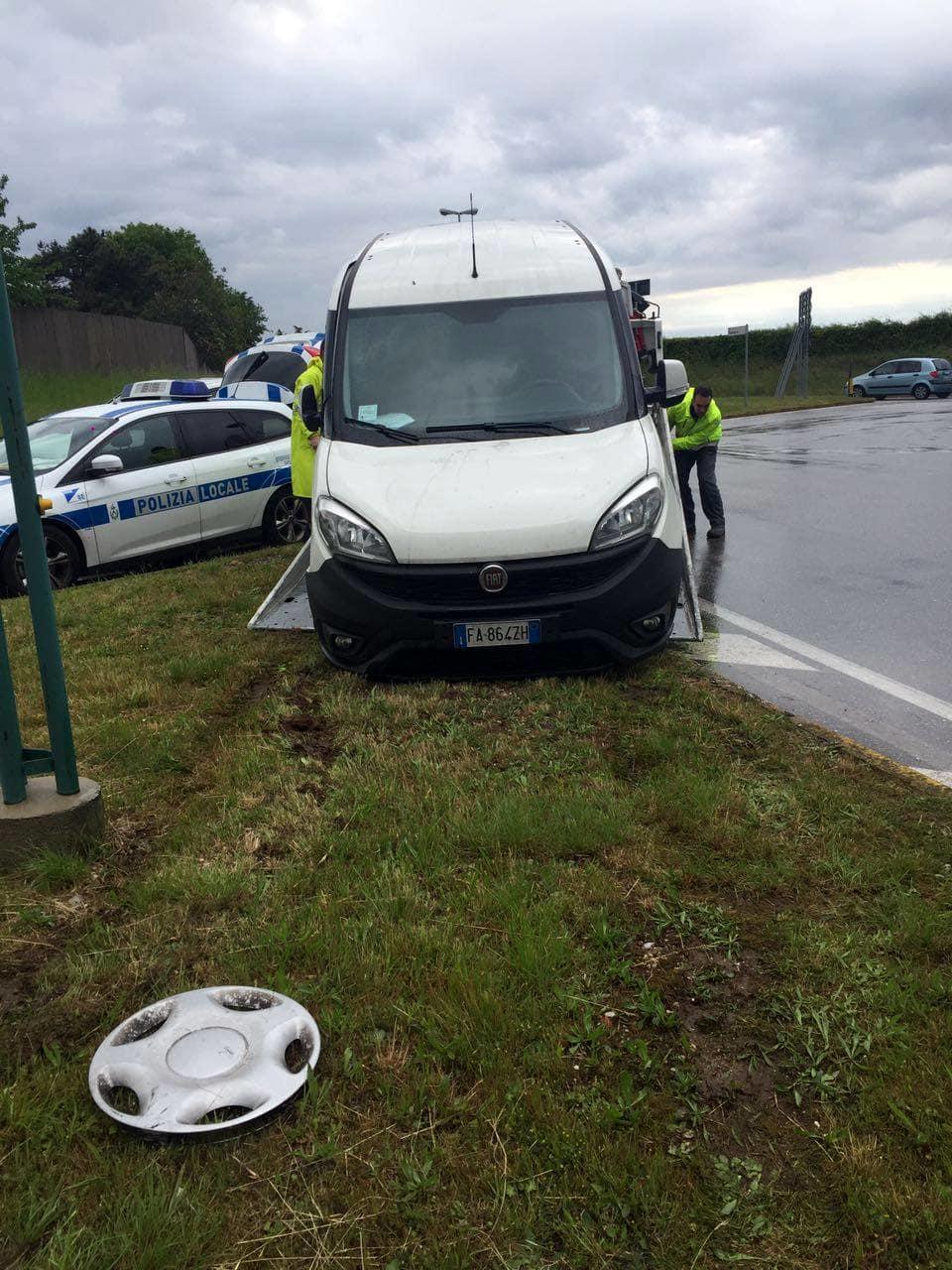 Nuovo incidente alla rotonda di via Lumignacco-2