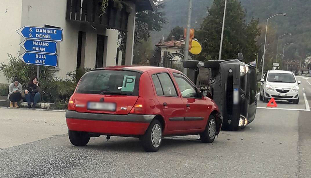 Incidente sulla Pontebbana a Magnano in Riviera, auto ribaltata-3
