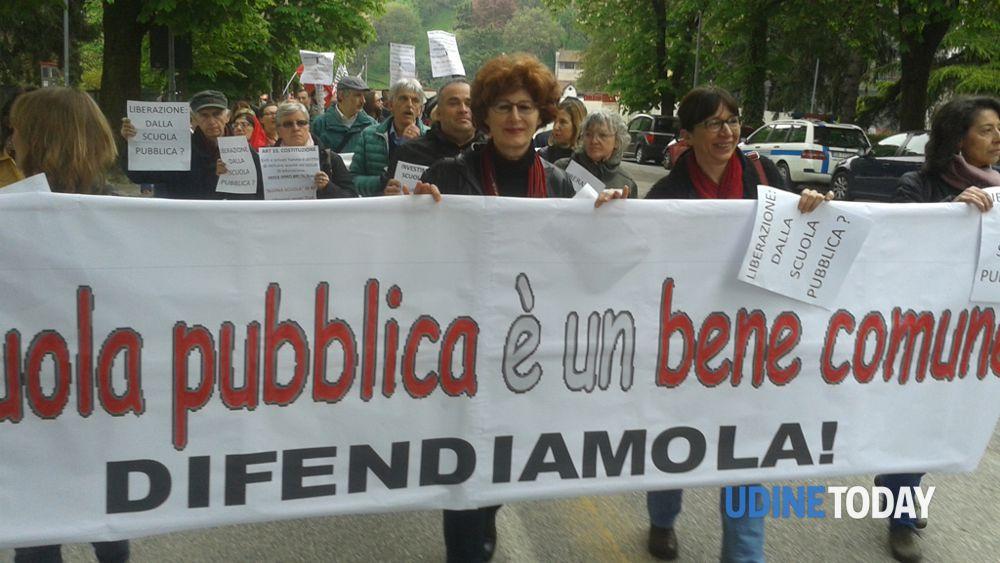 UNA FIACCOLATA 2.0 A UDINE CONTRO LA #BUONASCUOLA Venerdì 5 giugno, piazza Matteotti dalle ore 20:30-2