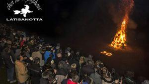 Record di presenze e frico da 180 kg in diretta TV per la 30 edizione della foghera di Latisanotta -2