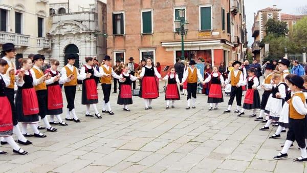 Il Gruppo Folkloristico di Passons festeggia i suoi 35 anni