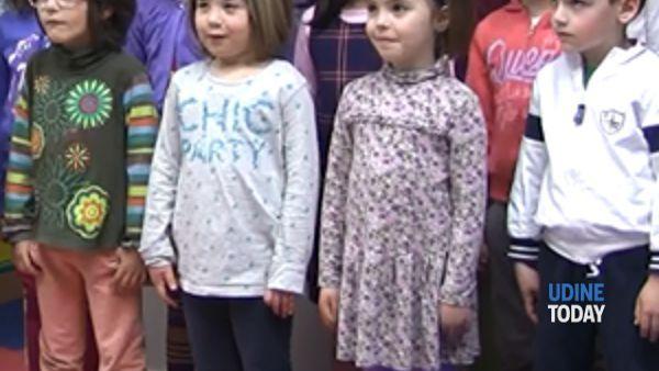"""i bambini di mereto di tomba presenti a udine durante il """"meeting di pace""""-3"""