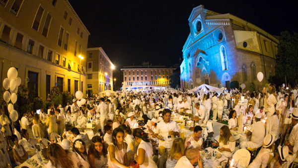 Udine come New York, una festa 'all white' da record