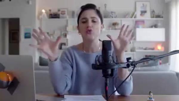 VIDEO Le difficoltà di esternare i sentimenti in una famiglia friulana, il tutorial di Lodovica Comello
