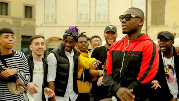 """""""Udine la capitale"""", canta cosi il rapper Owusu nel video della sua ultima canzone girato in città"""