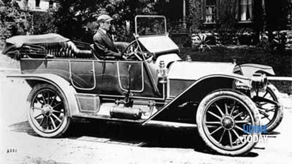 l' uomo che tiene il volante-3