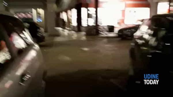 """VIDEO """"Park"""" via Mercatovecchio: no carro attrezzi, si sosta selvaggia"""