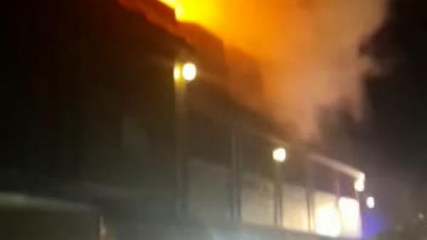 VIDEO: incendio nel residence a Tarvisio, nessun ferito ma danni ingenti