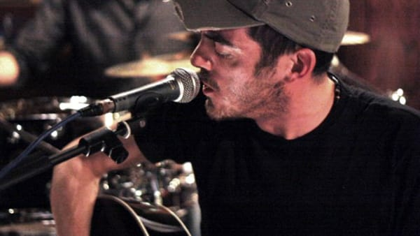 """Tributo live a Lucio Battisti, al Tenda Bar """"Max canta Battisti"""""""