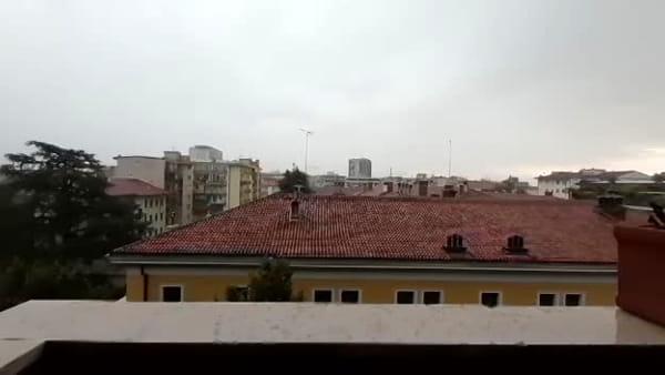 La grande pioggia su Udine, con vento e tuoni