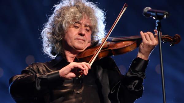Angelo Branduardi: il cantautore, violinista e polistrumentalista in concerto al Giovanni da Udine