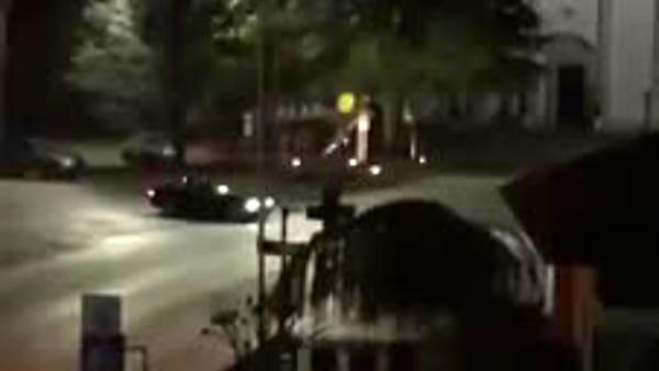 Manovre da rally in piazza nel cuore della notte: identificato un giovane