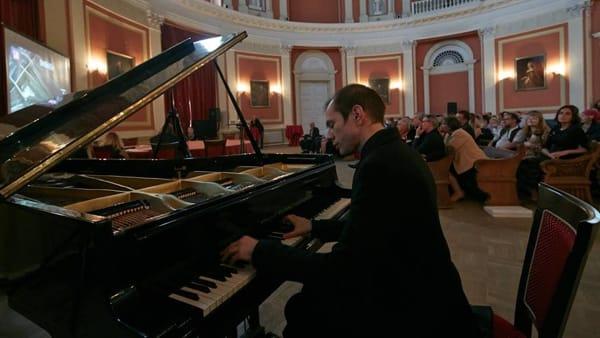 """Salotto Musicale del Fvg: """"deviazioni"""" sonore con il pianoforte di Mattero Ramon Arevalos"""