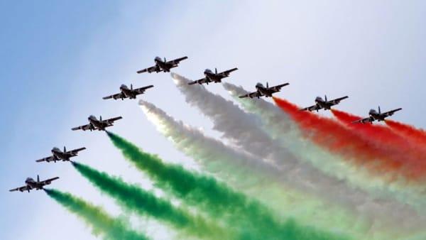 Le Frecce Tricolori si esibiscono a Lignano Sabbiadoro