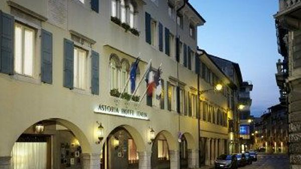 Una cena con delitto all'Hotel Astoria