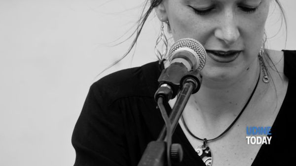 Udine, la cantautrice Priska Benelli all'Angolo Club