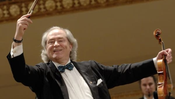Valzer, polke e trascinanti arie d'operetta: al Giovanni da Udine la Strauss Festival Orchester Wien