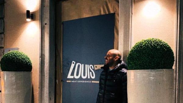 "Apre ""Louis Meat Experience"", hamburger e carni alla brace"