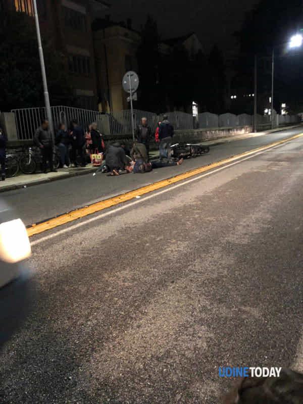 Motociclista a terra in via Colugna-2