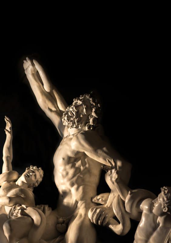 E' il celebre Laocoonte, opera di tre maestri di Rodi, in una magistrale replica voluta dai Musei Vaticani e oggi conservata a Bilbao in Spagna, il simbolo della 15/a mostra internazionale di Illegio (Udine), sul tema 'Padri e figli', aperta da domenica 13 maggio al 7 ottobre.
