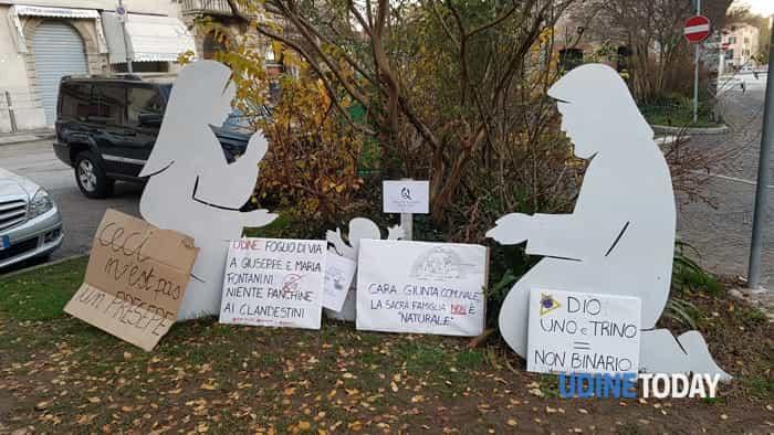 Bivacco di protesta in via Aquileia contro le scelte adottate dalla giunta Fontanini
