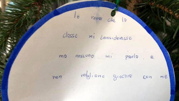 L'Albero dei Desideri rivela un messaggio straziante di un bambino isolato dalla classe-2