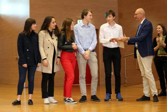 Gruppo di ragazzi premiati Stellini Copernico-2