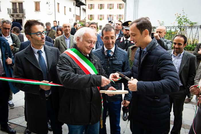 Foto taglio del nastro (da sx Benedetti, Martucci, Fedriga)-2