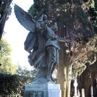 Angelo della Carità di Ettore Ximenes, collocata nel 1917 a vegliare il Cimitero degli Eroi sul retro della Basilica di Aquileia-2